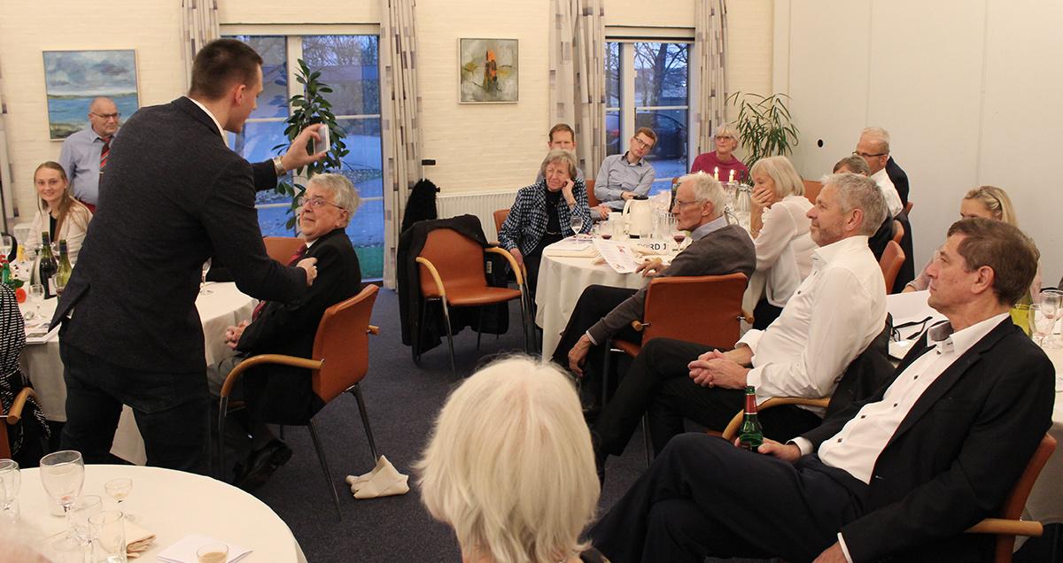 Tryllekunstner Anders Møller optræder fødselsdag